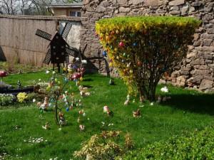 Дърво, украсено с яйца за Великден